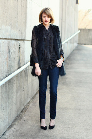 black faux fur romwe vest - navy skinny jeans H&M jeans