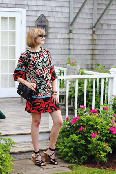 Red-floral-print-mango-dress-black-quilted-chanel-bag