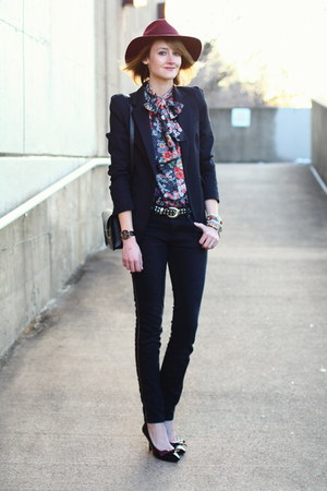black skinny Zara jeans - maroon fedora H&M hat - black tailored Zara blazer