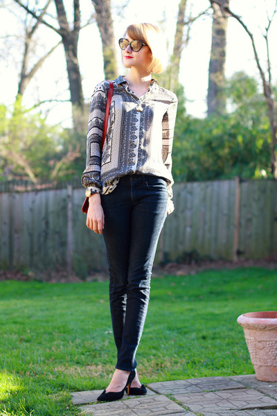 silver scarf print Zara blouse - navy skinny jeans H&M jeans