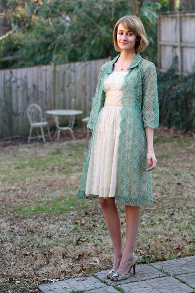 Ivory Vintage Lace Dress | Chictopia