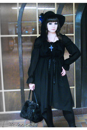 black Antique Beast hat - black asymetrical Moi-meme-Moitie dress
