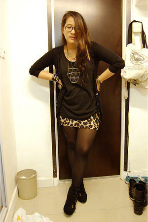 H&amp;M skirt - giordano top - PedderRed shoes - necklace