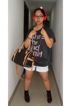 bowler bag - ankle boots - oversized No 3 Storehouse t-shirt
