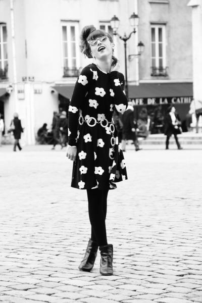 black Robert Clergerie boots - black asos dress - white vintage belt