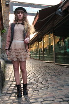 nude Molly Bracken skirt - black jack & jones hat - peach Vila blazer