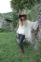 tawny Urban Outfitters hat - dark brown vintage boots