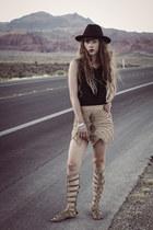 black Missguided hat - black Vero Moda top - tan free people sandals