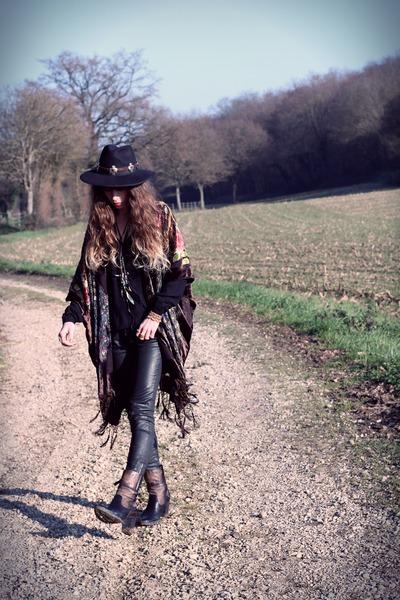 dark brown mjus boots - black Missguided hat - dark brown Doll Poupée hat