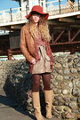 Beige-pieces-boots-carrot-orange-urban-outfitters-hat