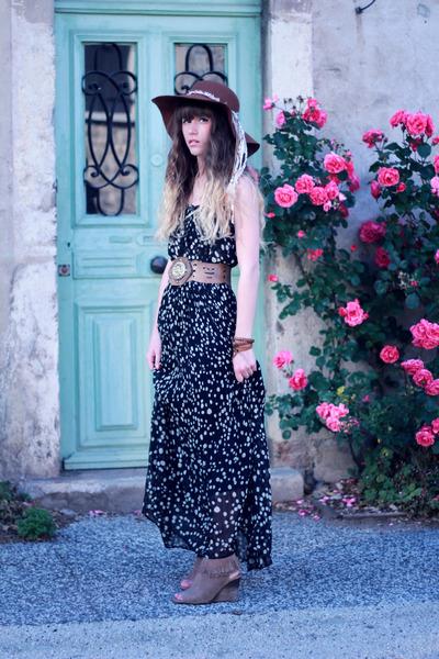 tan méliné wedges - black Molly Bracken dress - brown American Apparel hat