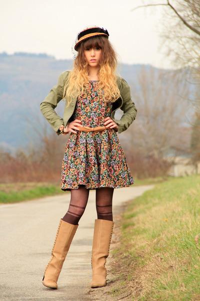 camel vintage hat - camel pieces boots - olive green Nishe dress