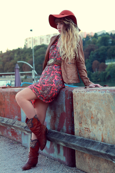 tawny Urban Outfitters hat - carrot orange Pepe Jeans dress