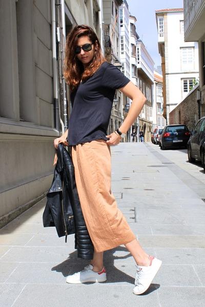 bronze Zara pants - white Adidas sneakers