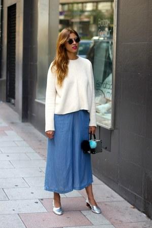 sky blue Zara jumper - white Zara sweater - silver Uterque heels