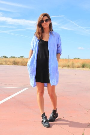 sky blue Uterque shirt - black Mango dress