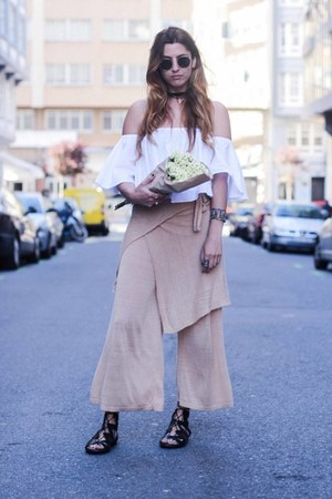 white Zara top - peach Zara pants - black Lince Shoes sandals
