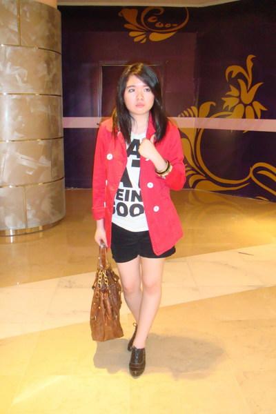 Zara coat - Zara t-shirt - Mango shorts