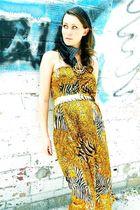 gold na dress
