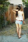Light-wash-hollister-shorts-printed-american-eagle-belt-urban-outfitters-top