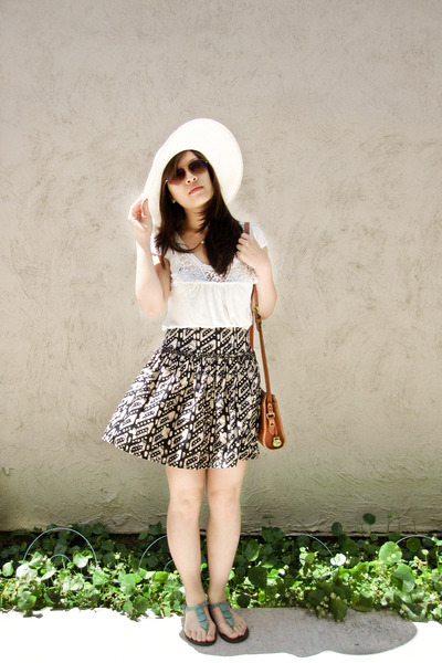 beige random from kiosk las vegas hat - beige Forever 21 blouse - blue Forever 2