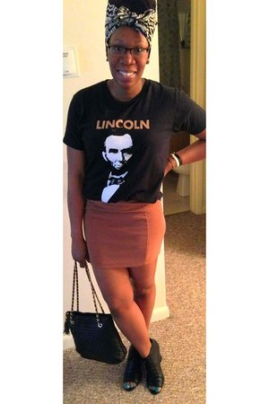 black lincoln t-shirt - salmon H&M skirt