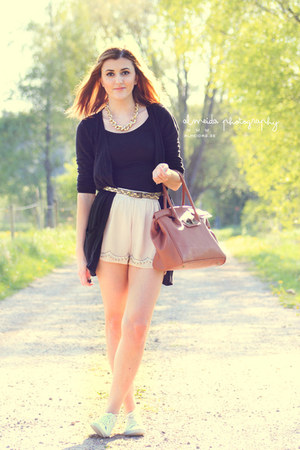 neutral H&M shorts - light brown GINA TRICOT bag - black JC top