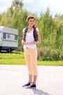 Peach-ellos-jeans-white-gina-tricot-t-shirt-navy-bik-bok-vest