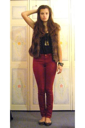 brown fur BB Dakota vest - ruby red red J Brand jeans