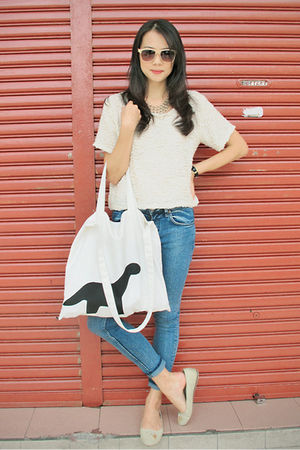 white STYLESOFIACOM top - blue Topshop jeans - gold STYLESOFIACOM accessories -
