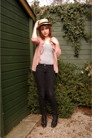 gray Topshop top - black Topshop boots - black Primark jeans