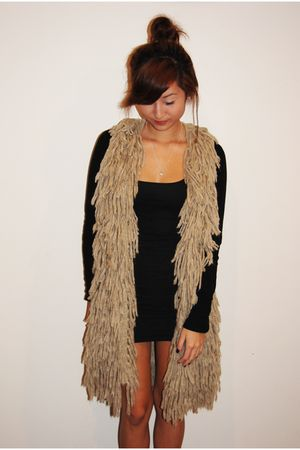 beige Shakuhachi vest - black cotton on dress - silver Meadowlark necklace