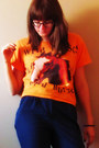 Orange-t-shirt-navy-pants