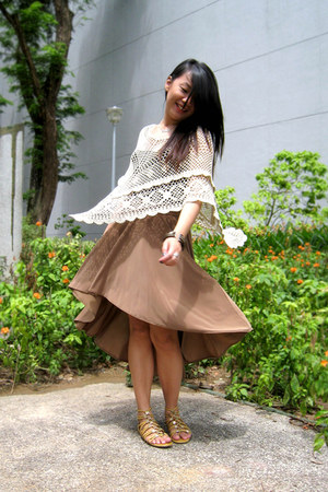 ivory crochet Forever21 cape - tan skirt - mustard Pedro sandals