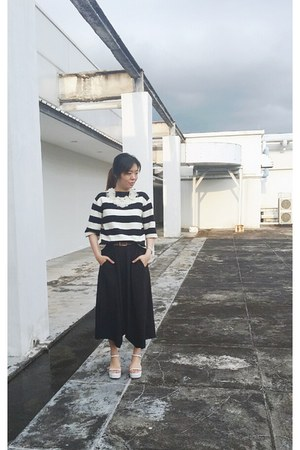 black sweatshirt - white shoes - black flared culotte pants - ivory accessories