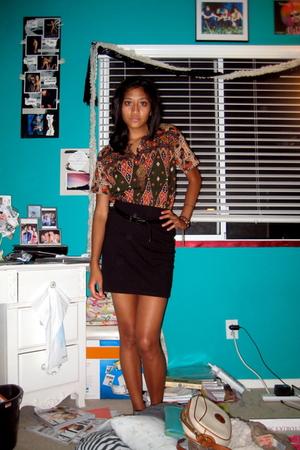 moms top - black H&M skirt - black Handmedown belt - thrifted necklace - belt