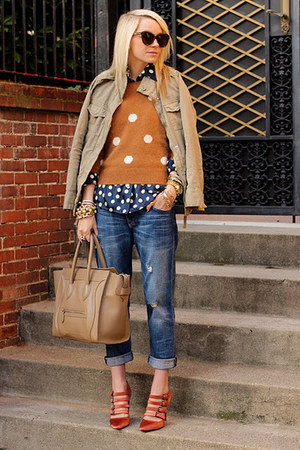 red heels - blue jeans - camel jacket - bronze polka dot sweater