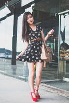 black daisy julia Motel Rocks dress - camel satchel Forever New bag