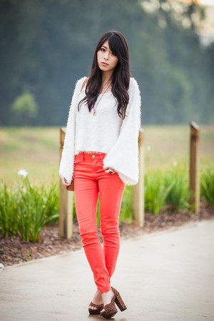 coral BDG jeans - fluffy white sabo skirt jumper