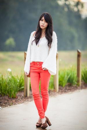 coral BDG jeans - fluffy white sabo skirt jumper