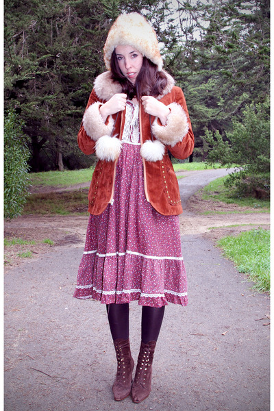 maroon vintage gunne sax dress - brown lace-up booties vintage Via Spiga boots