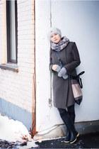 dark green wool Zara coat - black second hand boots - gray acril Zara scarf