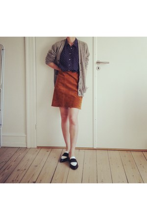 tawny suede Zara skirt - navy silk Zara shirt - white & other stories loafers