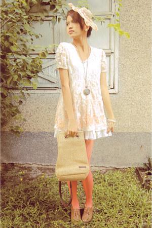 light brown Strada bag