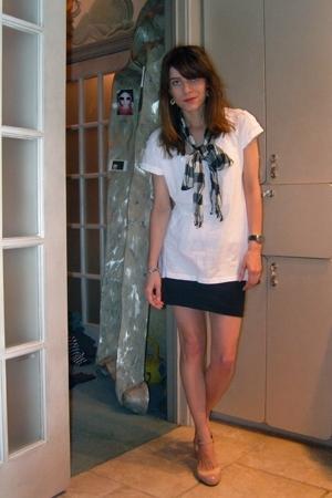 gift scarf - Ben & Lucia t-shirt - H&M skirt