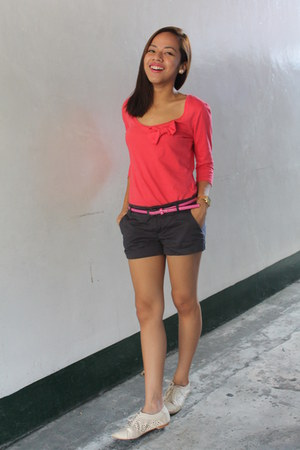 navy cotton on shorts - salmon Terranova top