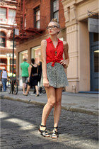 red shop sosie blouse - black Hallelu shorts - black Matiko wedges