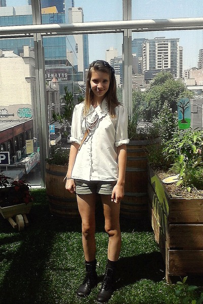 Black And Khaki. lack boots - tan Sportsgirl