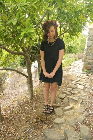 dark gray swing dress - red flower crown hair accessory - black new look sandals