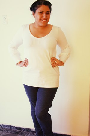 faded blue jeans - v-neck sweater - Aldo ring